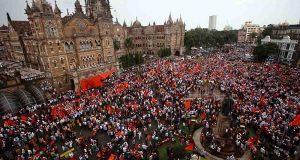 मुंबई में मराठा क्रांति मोर्चा, उमड़ा जन सैलाब, मुसलमानों ने किया स्वागत