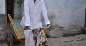 रिक्शा चलाकर हज के लिए जुटाए थे एक लाख, बच्चों का हॉस्टल बनाने दान किए